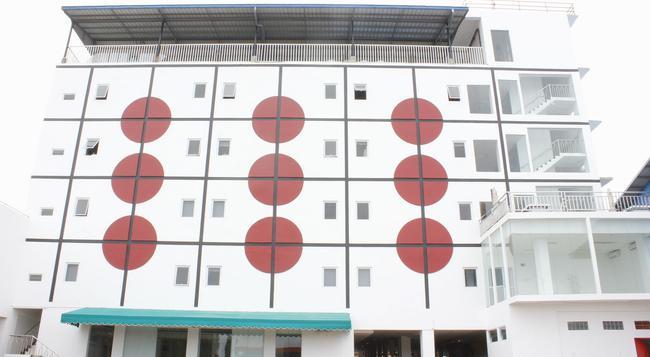 Sinar Sport Hotel - Bengkulu - Building