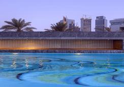Jumeirah Emirates Towers - Dubai - Pool