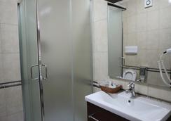 Dinasty Hotel - Tirana - Bathroom