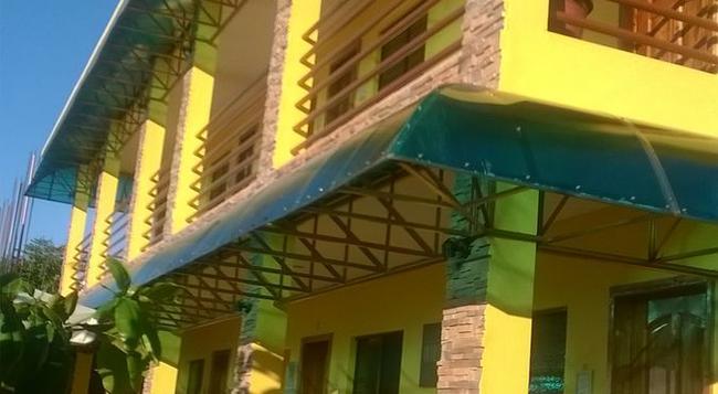 Moalboal Tropics - Moalboal - Building