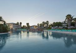 Portaventura Hotel Caribe - Theme Park Tickets Included - Salou - Pool