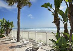 Days Inn Daytona Oceanfront - Daytona Beach - Beach