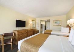 Days Inn Daytona Oceanfront - Daytona Beach - Bedroom