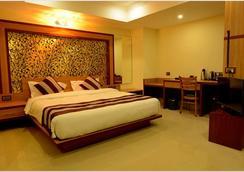 Hotel Bhargav Grand - Guwahati - Bedroom