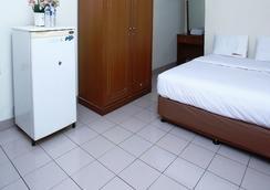 RedDoorz @ Karet Pedurenan 3 - South Jakarta - Bedroom