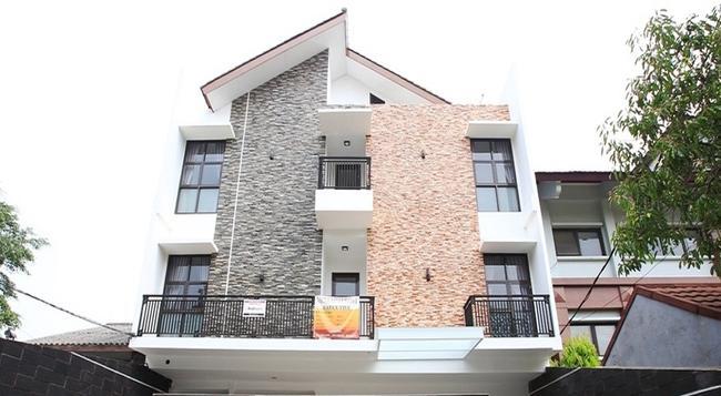 RedDoorz @ Lebak Bulus - South Jakarta - Building