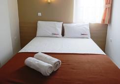 RedDoorz near Soekarno Hatta - Tangerang City - Bedroom