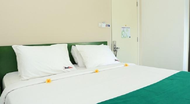 RedDoorz Near Pantai Jerman - Denpasar - Bedroom