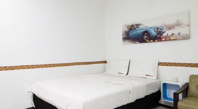 Reddoorz @ Pasteur - Bandung - Bedroom
