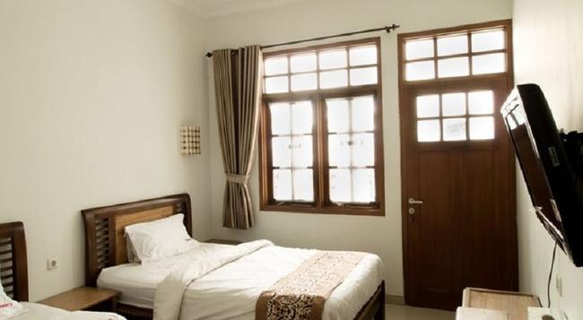 RedDoorz @ Burangrang - Bandung - Bedroom