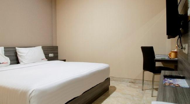 Reddoorz Near Bandung Airport - Bandung - Bedroom