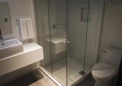 Hotel Platino Expo - Guadalajara - Bathroom