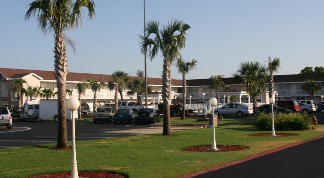 Destin Inn and Suites - Destin - Building