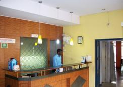 Tom's Hotel - Bangalore - Front desk