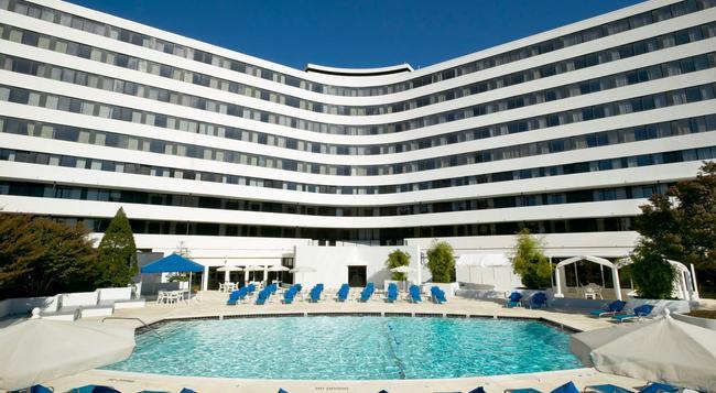 Washington Plaza Hotel - Washington - Building