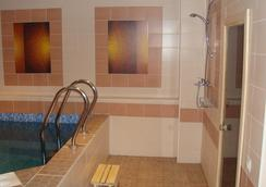 Red Hotel - Novosibirsk - Pool