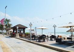 Holiday Beach Danang Hotel & Resort - Da Nang - Beach