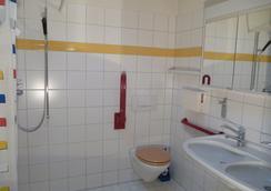 Budget Hostel Zurich - Zurich - Bathroom