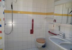 Budget Hostel Zurich - Zurich - Bathroom