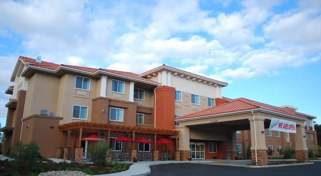 The Oaks Hotel - Paso Robles - Building