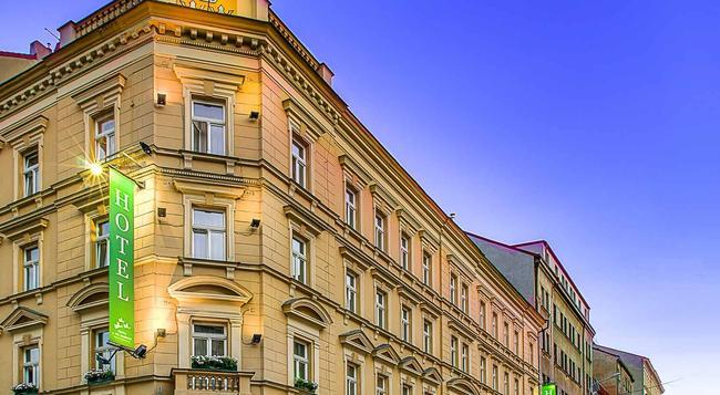 Three Crowns Hotel Prague - Prague - Building