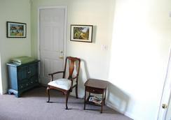 Delz Bed & Breakfast - Brooklyn - Living room