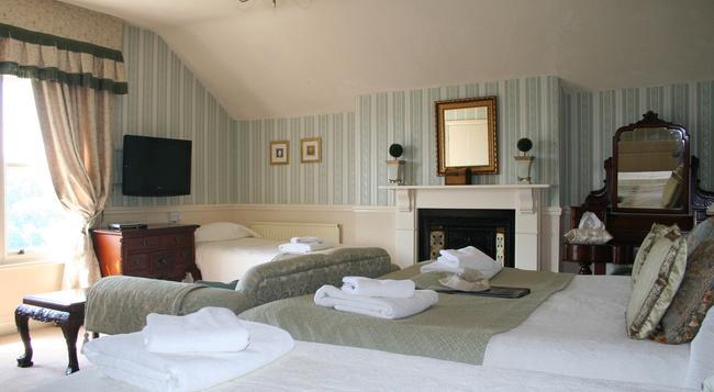 Cranleigh - Bath - Bedroom