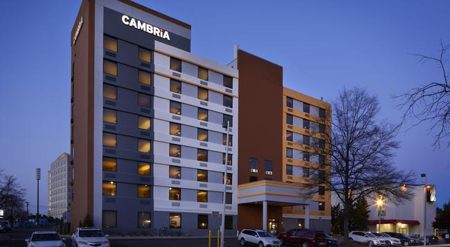Cambria Hotel & Suites Durham - Duke University Medical Center - Durham - Building