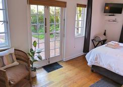 Whispering Oaks - George - Bedroom