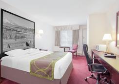 Super 8 Lethbridge - Lethbridge - Bedroom