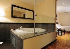 SuiteDreams - Rome - Bathroom