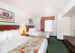 Hawthorn Suites by Wyndham Charleston - Charleston - Bedroom