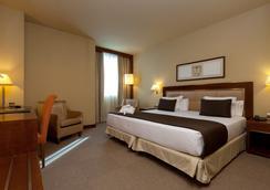 Hotel Nuevo Madrid - Madrid - Bedroom