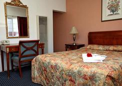 Candle Bay Inn - Monterey - Bedroom