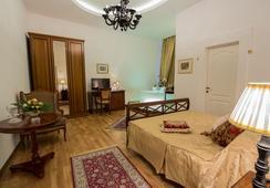 Grand Boutique Hotel - Bucharest - Bedroom