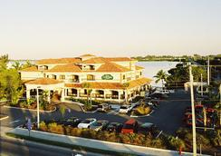 Courtyard by Marriott Key West Waterfront - Key West - Building