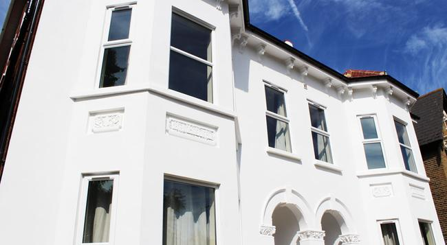Flexistay Addiscombe Aparthotel - Croydon - Building