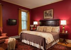 Lang House On Main Street - Burlington - Bedroom