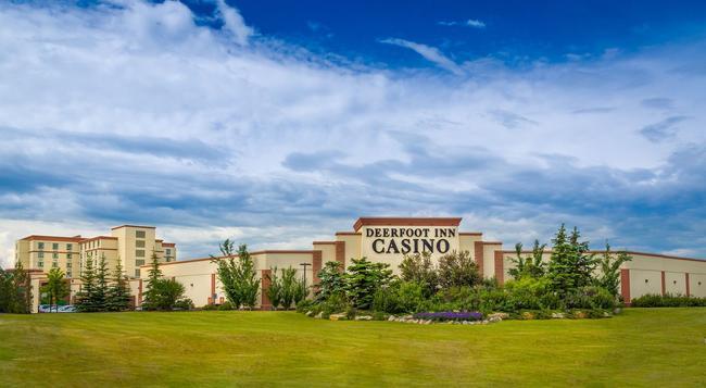 Deerfoot Inn & Casino - Calgary - Building