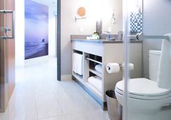 The Grand Winnipeg Airport Hotel by Lakeview - Winnipeg - Bathroom