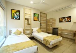 Treebo Daksh Residency - Indore - Bedroom
