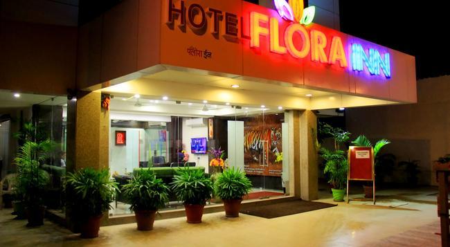 Hotel Flora Inn - Nagpur - Building