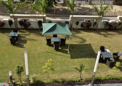 Gazebo Inn and Suites - Gurgaon - Attractions