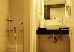 Stops Hostel - New Delhi - Bathroom