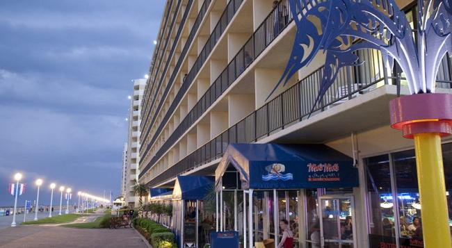 Ramada Virginia Beach Oceanfront - Virginia Beach - Building