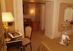 Hotel Champagne Garden - Rome - Bedroom