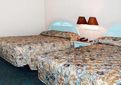 Sandcastle Oceanfront Resort At The Pavilion - Myrtle Beach - Bedroom