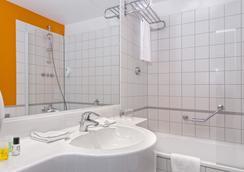 Wyndham Garden Düsseldorf City Centre Königsallee - Dusseldorf - Bathroom