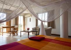Q-bar & Guest House - Dar Es Salaam - Bedroom