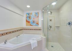Naples Grande Beach Resort - Naples - Bathroom